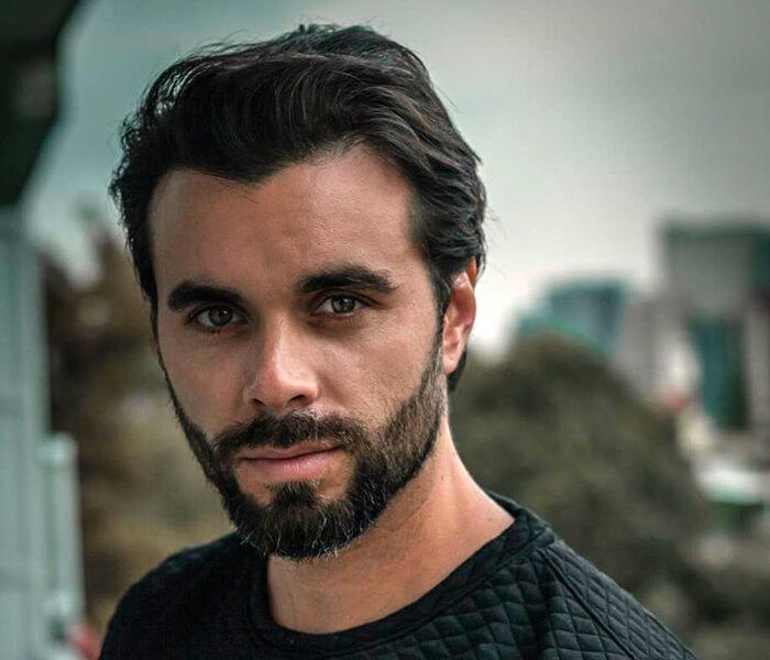 El actor Eduardo Amer con su nuevo look.